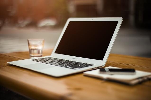 Chwilówka przez Internet – jak ją wziąć? – Finanse osobiste.pl.Chwilówka przez Internet sprawdzi się wówczas, gdy potrzebujemy stosunkowo  niewielkiej kwoty na pokrycie tych najpilniejszych zobowiązań i gdy zależy  nam na ...